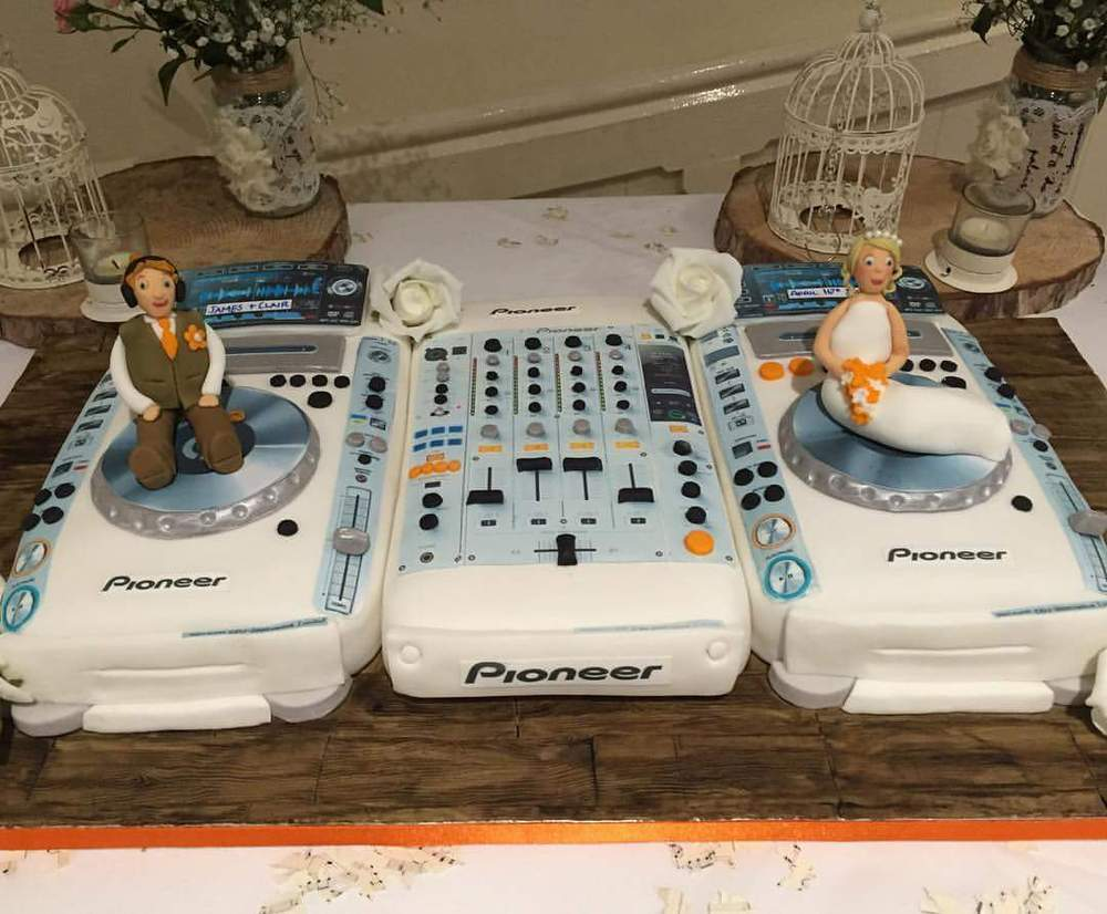 DJ Wedding Cake
