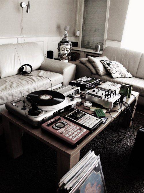 Basic Living Room Setup - DJ Setup at FunDJStuff.com