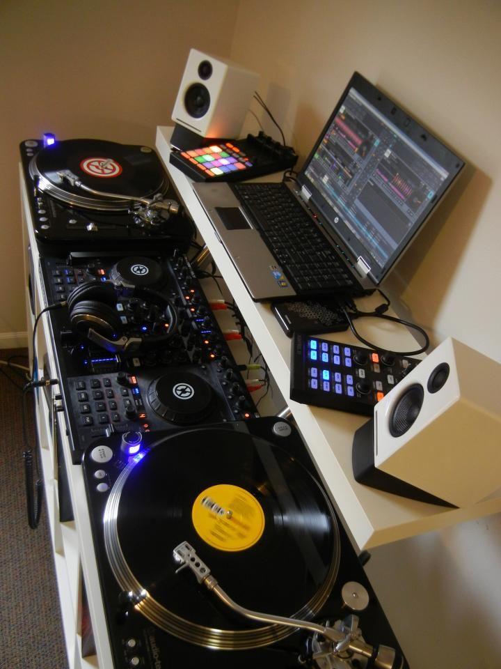 cool setup with white speakers dj setup at. Black Bedroom Furniture Sets. Home Design Ideas