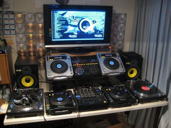 full on setup with tv dj setup at. Black Bedroom Furniture Sets. Home Design Ideas