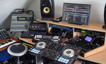 Full Out DJ Studio