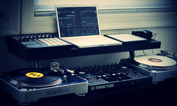 Stanton Turntable and Traktor Mixer