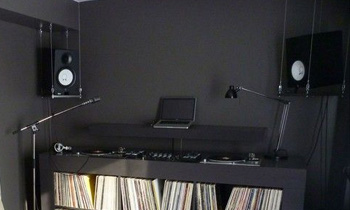 Minimalist Setup and Vinyls
