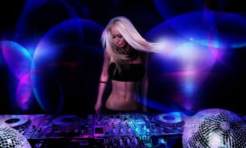 Blonde DJ